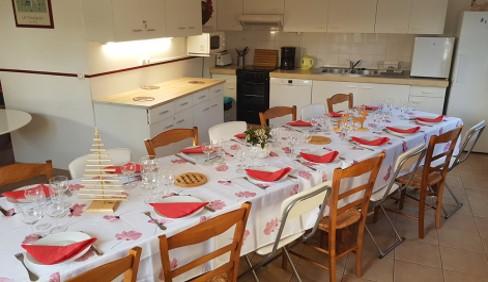 Gites-Du-Verger-les cerisiers- grande table pour les groupes